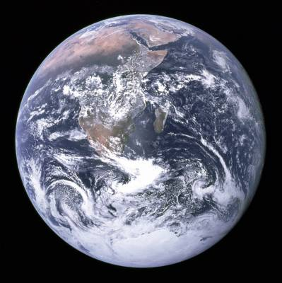 b2ap3_thumbnail_The_Earth_seen_from_Apollo_17.jpg